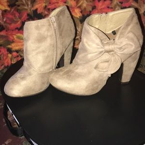 Heels w/ bow ties on the side from Rue 21